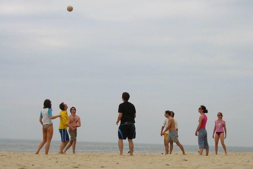 Polskie plaże - Pobierowo. Ukryte wśród lasów sosnowych Pobierowo jest jedną z najładniejszych miejscowości nadmorskich w Polsce. Ma piaszczystą, zadbaną plażę ze zjeżdżalnią wodną usytuowaną przy głównym zejściu.