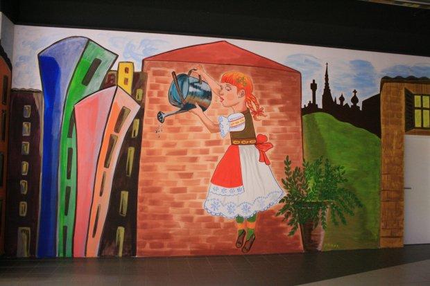Dziewczynka z konewk wyruszy a w wiat for Mural dziewczynka z konewka