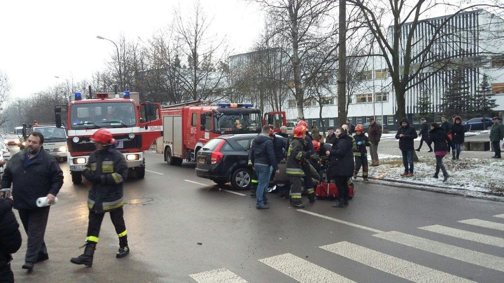 Zdjęcie numer 2 w galerii - Tragedia w Łodzi. Samochód wjechał w matkę z trójką dzieci