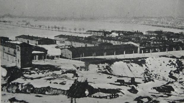 Obóz Zgoda składał się z kilkunastu baraków. Siedem drewnianych zajmowali więźniowie, w murowanym mieściła się administracja. Obóz oświetlało dziesięć reflektorów, a strzeżony był z czterech wież wartowniczych. Całość była ogrodzona podwójnym drutem kolczastym pod napięciem.