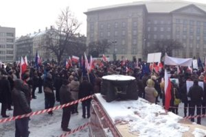 Manifestacje KOD w Katowicach i Bielsku-Bia�ej [ZDJ�CIA i WIDEO]