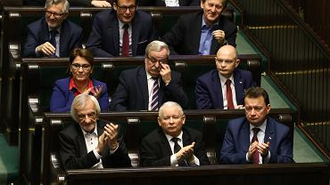 Posłowie PiS po głosowaniu.