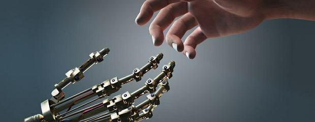 Szansa na nieśmiertelność? W 2045 nanoroboty połączą się z ludzkim mózgiem