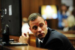 Prze�om w procesie Pistoriusa? Ekspert: Strzelaj�c, nie nosi� protez
