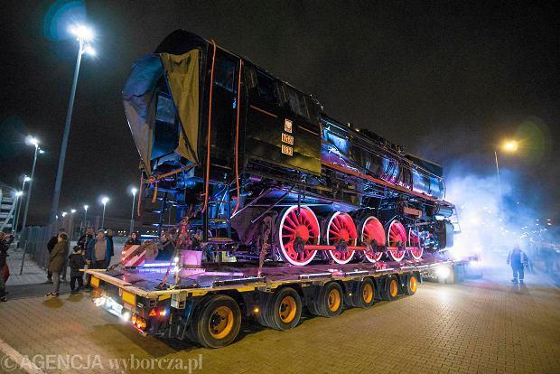 Zdjęcie numer 11 w galerii - Lech Poznań ma już swoją lokomotywę. Parowóz stanął przed stadionem przy Bułgarskiej