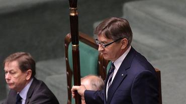 Marszałek Kuchciński jest jedną z osób apelujących o przyjęcie ślubowania nowego sędziego TK