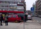 Stra�nicy miejscy wypunktowali kierowc�, kt�ry �le zaparkowa�