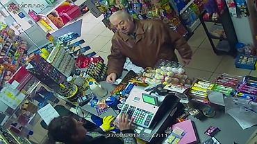 Były szpieg Siergiej Skripal w sklepie w Salisbury