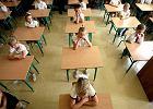 """ZNP: Nawet 15 tys. nauczycieli straci pracę. MEN odpowiada: """"Nie podzielamy tych obaw"""""""