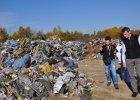 """Wojewoda nie zamierza usunąć """"śmieciostrady"""". Czy latem wybuchnie ekologiczna bomba?"""