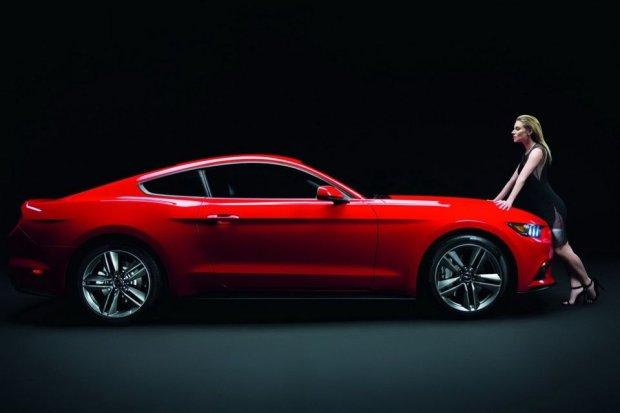 2015 Ford Mustang GT i Sienna Miller