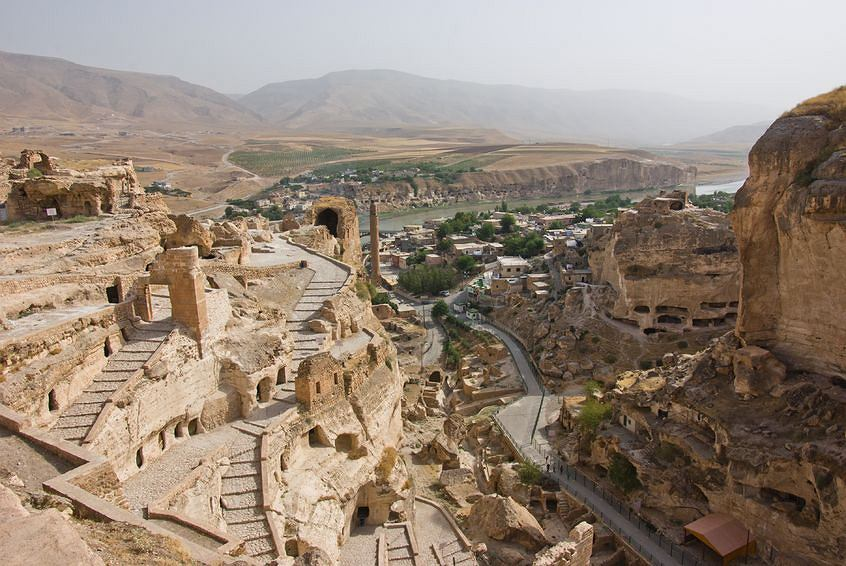 Skalne miasto Hasankeyf to unikat na skalę światową, liczy sobie 12 tys. lat