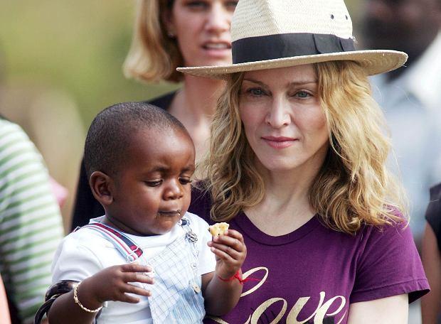 Spekulacje na temat domniemanej adopcji się potwierdziły. Rodzina Madonny się powiększa. Wokalistka ogłosiła na Instagramie, że przygarnęła rodzeństwo z Malawi.