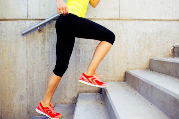 Wchodzenie po schodach spala kalorie. Co daje chodzenie po schodach?