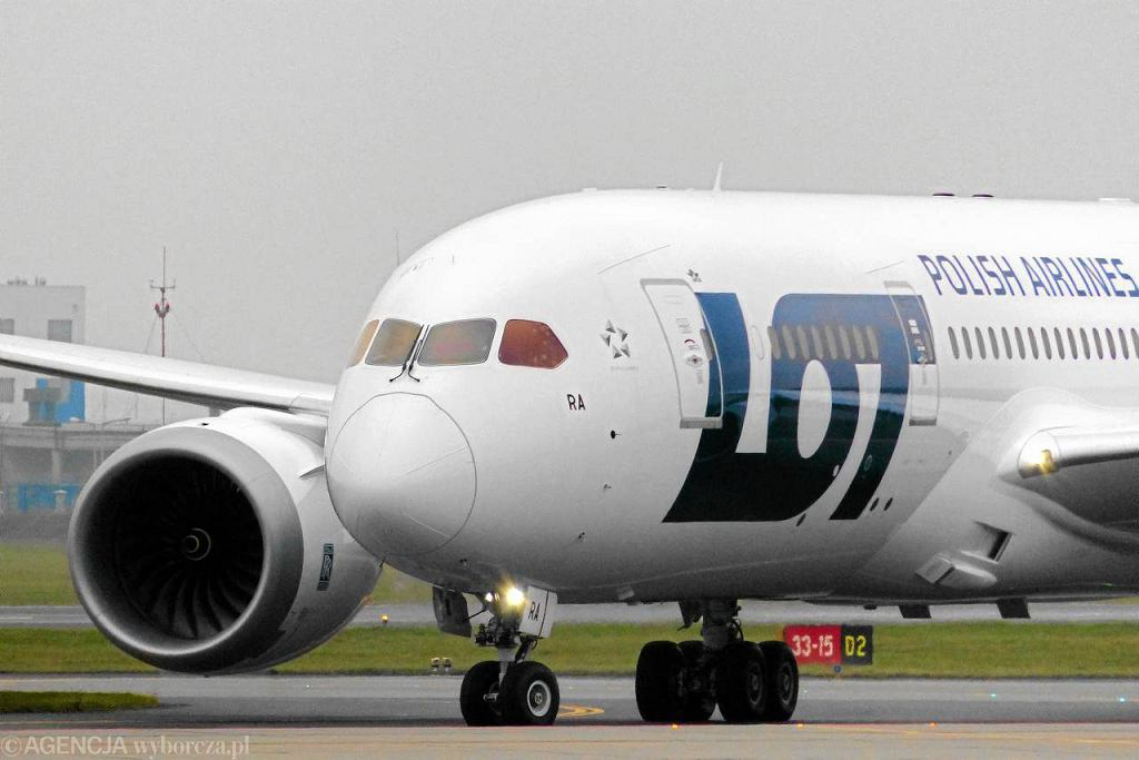 LOT-owski samolot Boeing 787 Dreamliner na Lotnisku Chopina