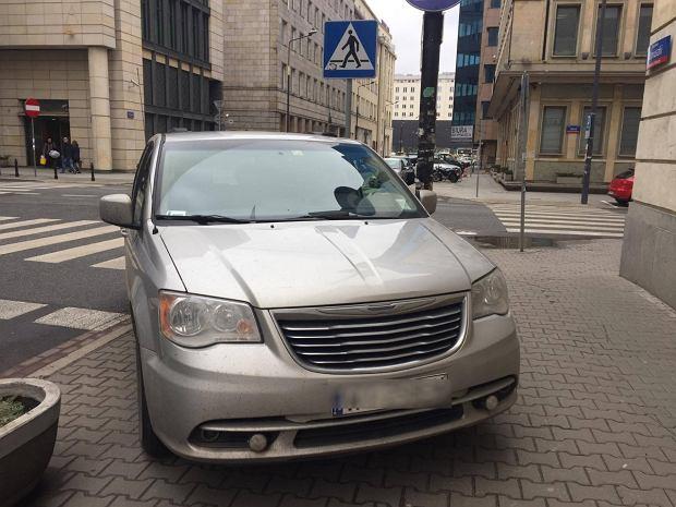 Tak się parkuje w Warszawie