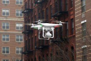 Nowy Jork: O krok od zderzenia dw�ch dron�w rc i policyjnego �mig�owca
