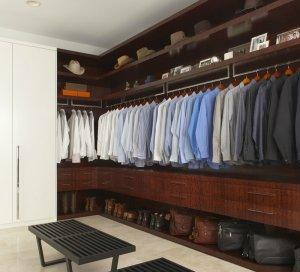 Organizacja ubrań w szafie