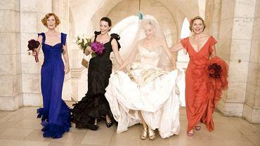 """W """"Seksie w wielkim mieście"""" Carrie powiedziała """"tak"""" w sukience projektu Vivienne Westwood. W obliczu modowej doskonałości jej przyjaciółki nawet nie śmiały mówić, że Mr. Big może nie być Tym Jedynym."""