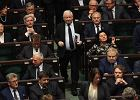 """Najnowszy sondaż z """"Wiadomości"""": PiS tuż przed PO, tylko cztery partie w Sejmie"""
