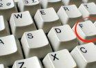 Zauważyłeś te małe wypustki na klawiszach F i J? Oto, czemu one służą