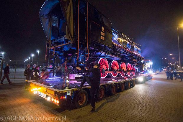 Zdjęcie numer 10 w galerii - Lech Poznań ma już swoją lokomotywę. Parowóz stanął przed stadionem przy Bułgarskiej