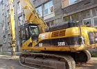 Ciężki sprzęt wjechał na teren zabytkowej fabryki przy Czerniakowskiej. Straż miejska broni zakładu przed rozbiórką