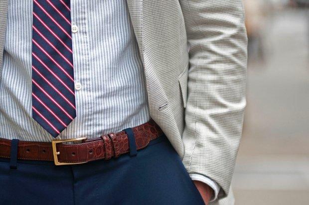 Jak zawiązać krawat i dobrać go do koszuli. 3 popularne węzły i garść zasad