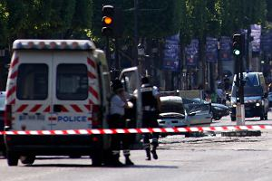 Próba zamachu w centrum Paryża. W samochodzie sprawcy były materiały wybuchowe i karabin