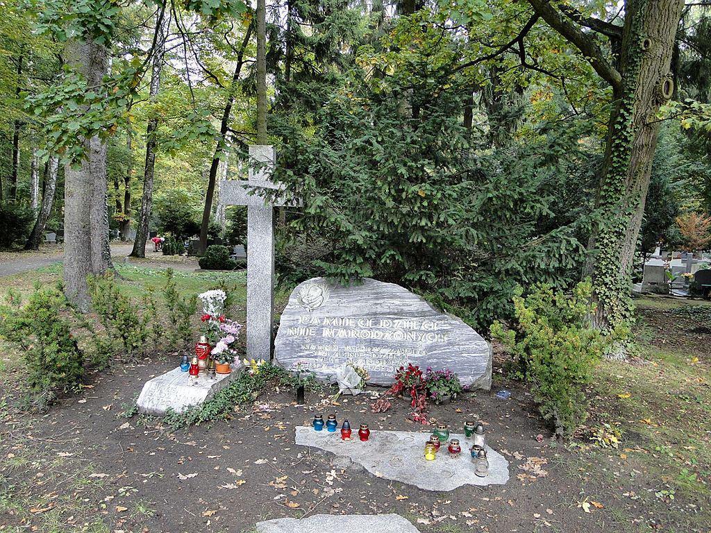 Pomnik Dzieci Nienarodzonych na szczecińskim Cmentarzu Centralnym (fot. Kapitel / Wikimedia.org / domena publiczna)