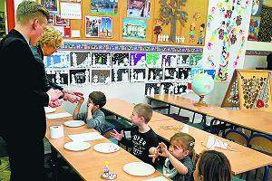 Sześciolatki zostają w przedszkolach, nauczyciele tracą pracę. Nawet 15 tys. osób