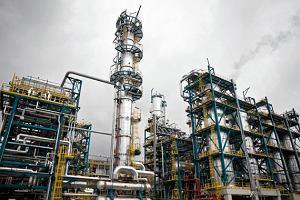 Ceny ropy nadal pikuj�. Bary�ka najta�sza od sze�ciu lat. Na razie wzrosty ma�o prawdopodobne