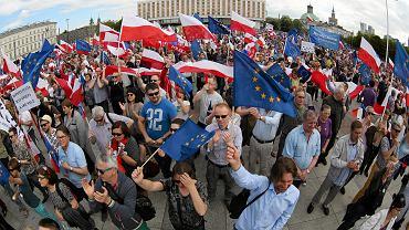 Marsz KOD i Opozycji. To - wedle nowej narracji medialnej - naczelni polscy terroryści