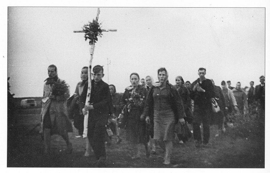 Zdjęcie numer 1 w galerii - Płaczące obrazy, krwawiące krzyże i tańczące słońce. Cuda Polski Ludowej