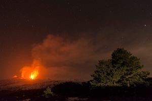 Spektakularny wybuch włoskiej Etny. Erupcja wulkanu trwała przez wiele godzin