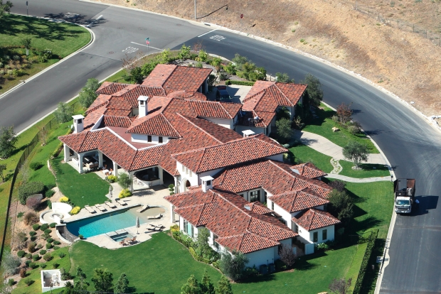 Britney Spears and Jason Trawick moving into brand new 8.5 million dollar mansion in Thousand Oaks on 4 acres lot, 5 bedrooms, movie theater, sauna. Oct 18, 2012    *** Local Caption ***  Britney Spears