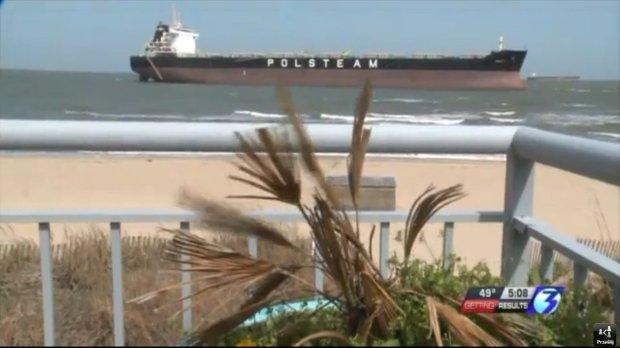 Zepchni�ty na pla�� wielki statek P�M sta� si� atrakcj� wschodniego wybrze�a USA