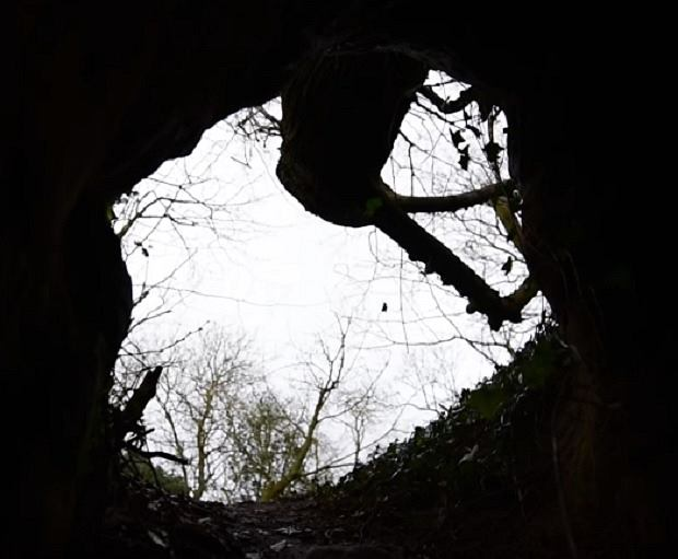 Zdjęcie numer 3 w galerii - Królicza nora okazała się tajemnym przejściem do ponad 700-letniej jaskini templariuszy [WIDEO]