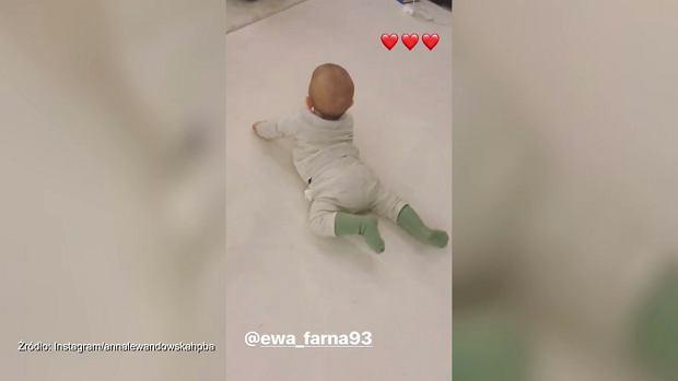 Lewandowska pokazała, jak jej córka Klara bawi się do utworu Ewy Farnej.  To nie pierwszy raz, kiedy trenerka promuje wokalistkę. Ostatnio nie kryła swojej radości