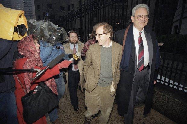 Woody Allen w drodze do S�du Najwy�szego na wys�uchanie orzeczenia ws. liberalizacji prawa do odwiedzin dzieci. Manhattan, 1993 r.