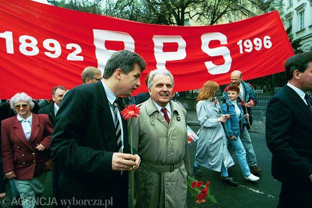 http://bi.gazeta.pl/im/88/d7/f5/z16111496Q,Rok-1996--Piotr-Ikonowicz-z-PPS-i-Jerzy-Wiatr-z-SL.jpg