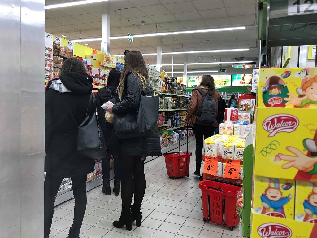 Biedronka na Dworcu Centralnym w niedzielę z zakazem handlu
