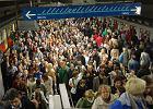 Metro już jeździ normalnie, ale zwalnia w centrum