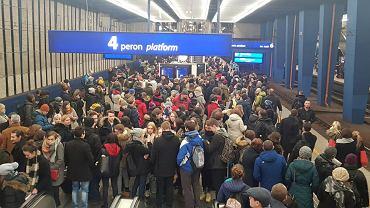 Ogromne opóźnienia na Dworcu Centralnym