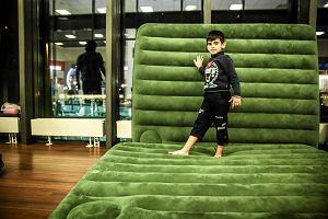 Kurdyjska rodzina wypuszczona z lotniska Szeremietiewo. Na załatwienie sprawy będzie czekać w ośrodku dla przesiedleńców
