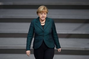 """Merkel: """"Rosja kwestionuje �ad pokojowy w Europie"""". Opozycja: """"Kanclerz wp�dza kraj w zimn� wojn�!"""""""
