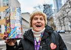 """Pani Helenka ma 80 lat i kwestuje dla WOŚP. """"Nawet jeśli będę na wózku, to będę zbierać pieniądze dla dzieci"""""""