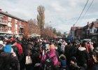 Polacy pomagaj� uchod�com na granicy macedo�sko-serbskiej. Chroni� ich przed mafi� taks�wkow�