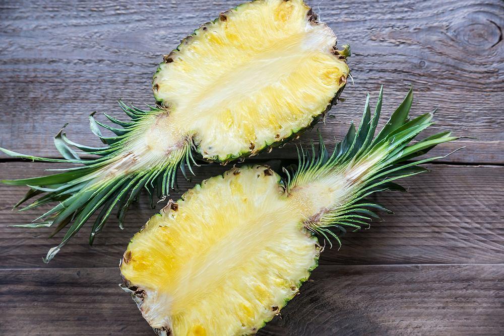 Bromelina to enzym, który naturalnie występuje przede wszystkim w ananasie