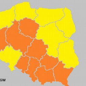 Pomara�czowy alert dla po�owy kraju. Ostrze�enia: upa�y, burze i grad